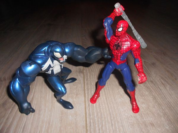 FIGURINES MARVEL : Spiderman contre Venom 18 Libourne (33)