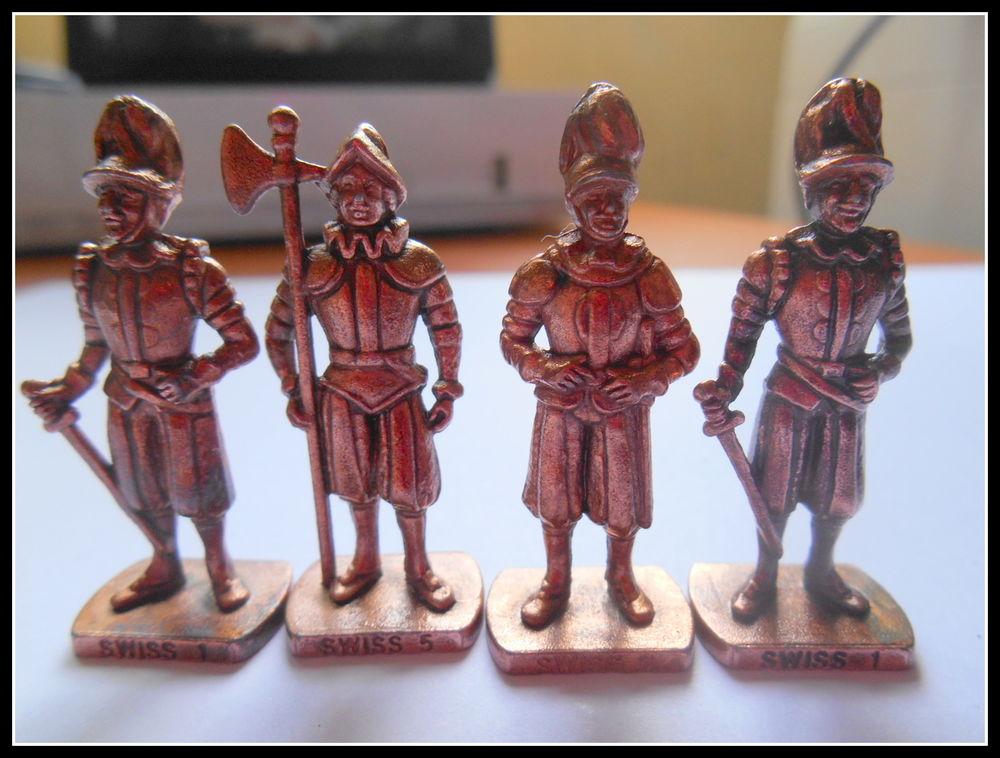 Lot de 4 figurines métal Gardes Suisses Kinder 20 Troyes (10)