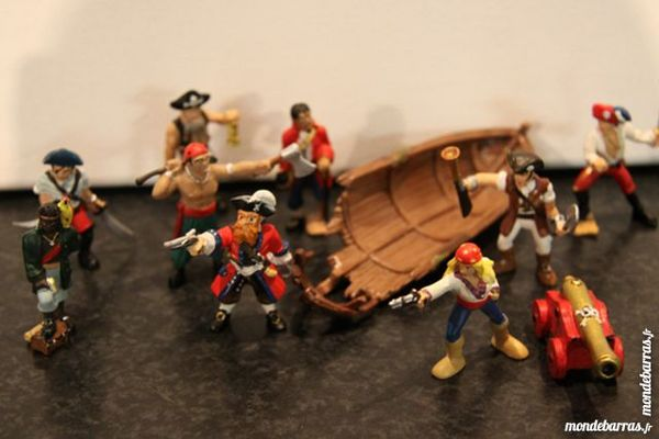 Lot figurines Playstoy   Pirates    15 Franconville (95)