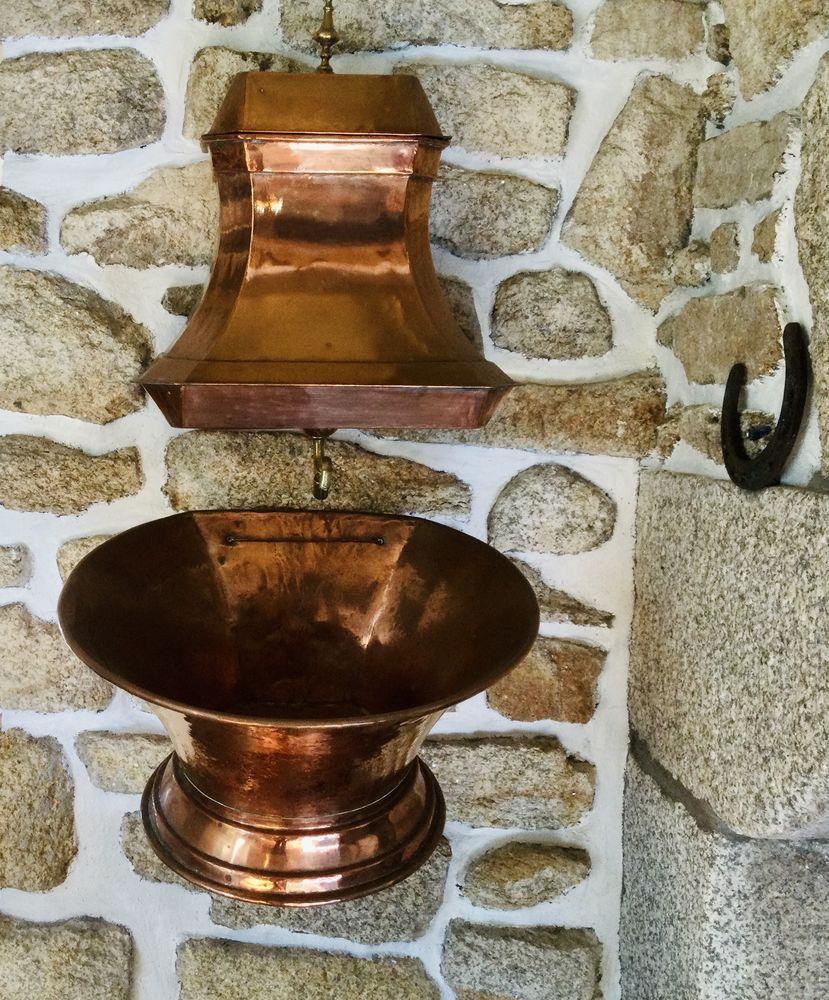 Fontaine ancienne en cuivre  130 Ploemeur (56)