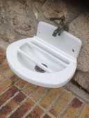 fontaine , évier fonte émaillée de cour d'école  50 Chalifert (77)