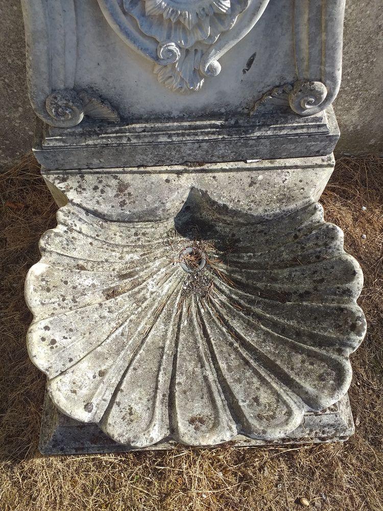 Fontaine en pierre de taille de crazannes  1200 Pont-l'Abbé-d'Arnoult (17)