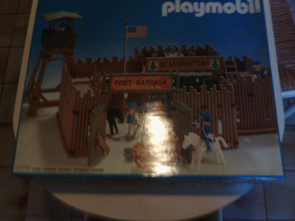 Fort de Playmobil.  100 Paris 15 (75)