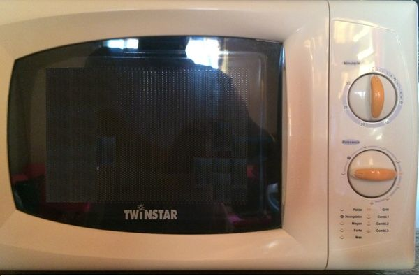 Four Combiné Micro-ondes  & Grill Twinstar 20L 40 Le Port (97)