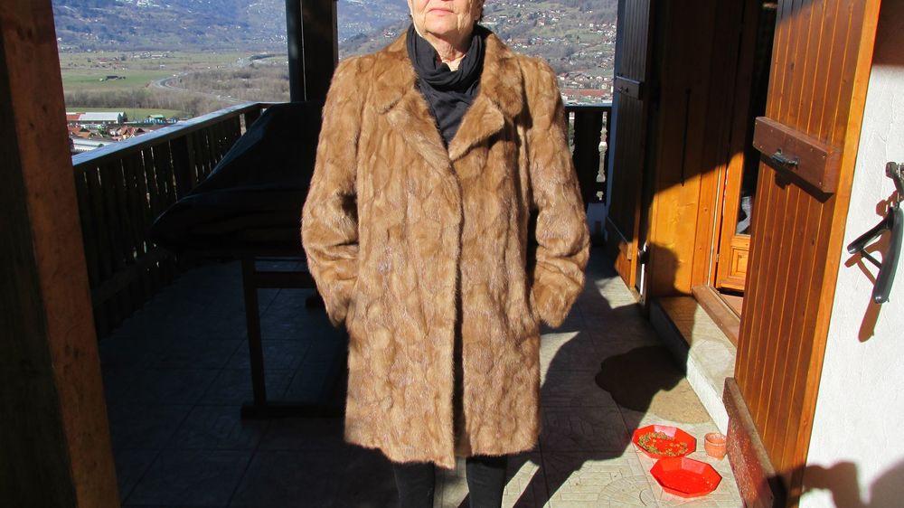 Fourrures : lot de trois manteaux en vison 499 Passy (74)