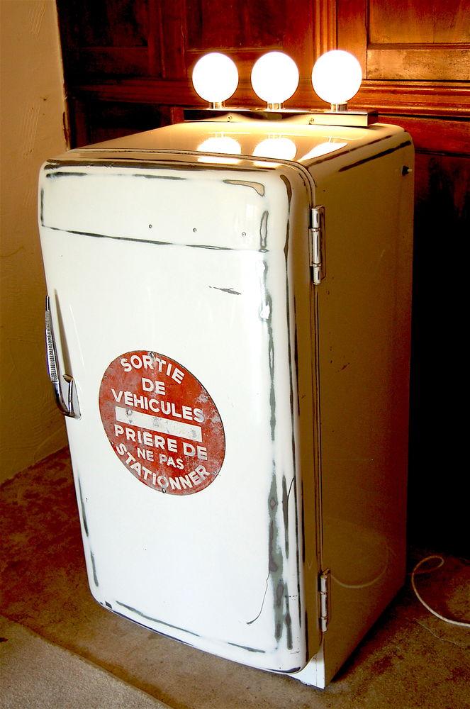 frigidaire vintage année 50 transformé en lampe meuble 280 Saint-Jean-d'Angély (17)