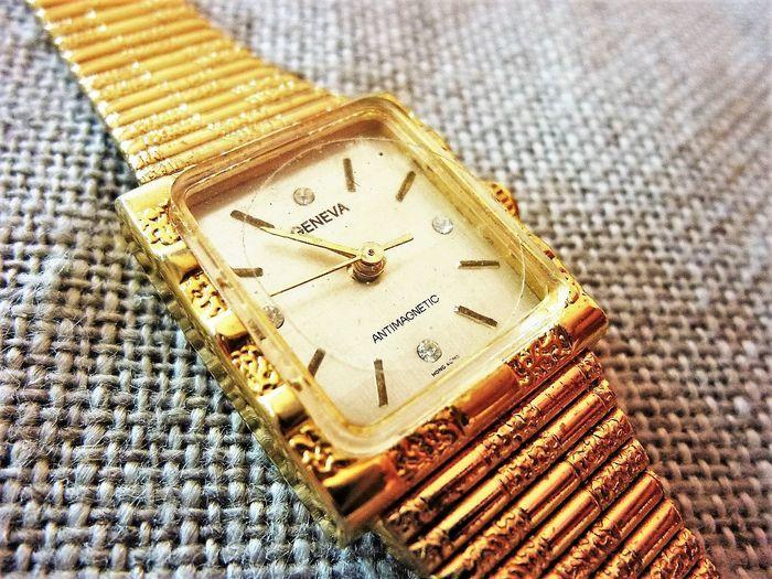 GENEVA montre Dame rectangulaire 1980 DAM0028 85 Metz (57)