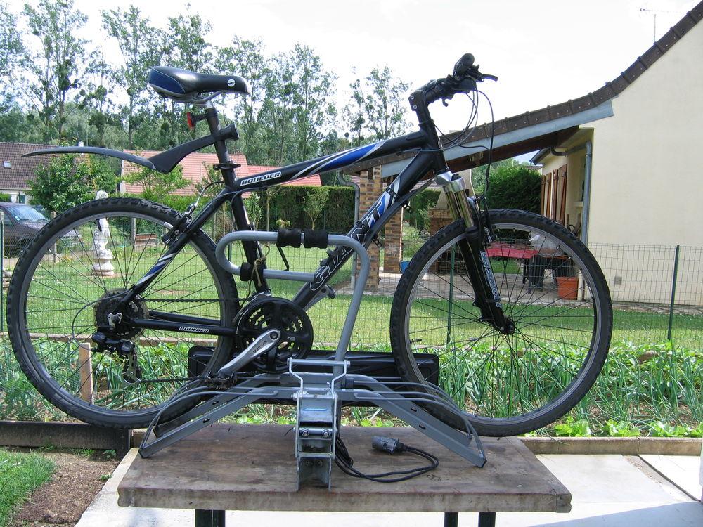 VTT GIANT BOULDER  M  21 vitesses  plateforme MOTTEZ 2 vélos 120 Morlincourt (60)