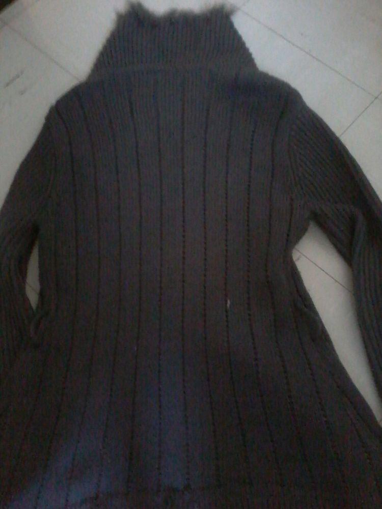 Gilet en laine avec  fourrure  de marque gd  15 Tourcoing (59)