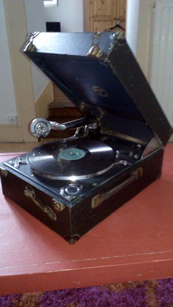 Gramophone année 50 + disques 300 Souvigny (03)
