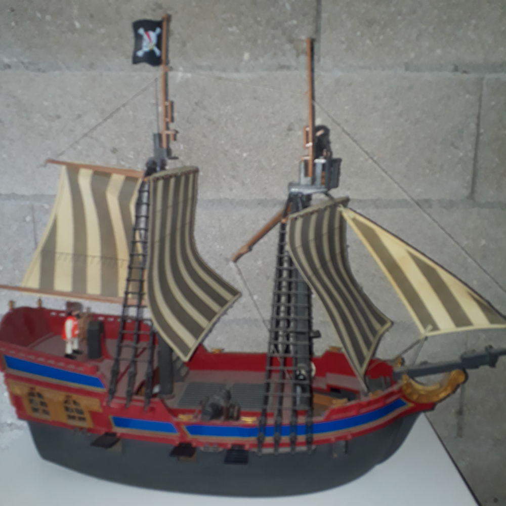 Grand bateau de pirates Playmobil  40 Villejuif (94)