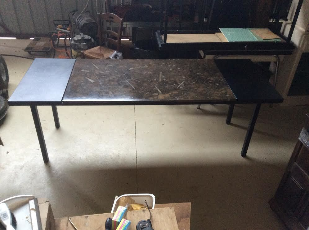 Grand bureau en acier marbre et cuir 450 Rieupeyroux (12)