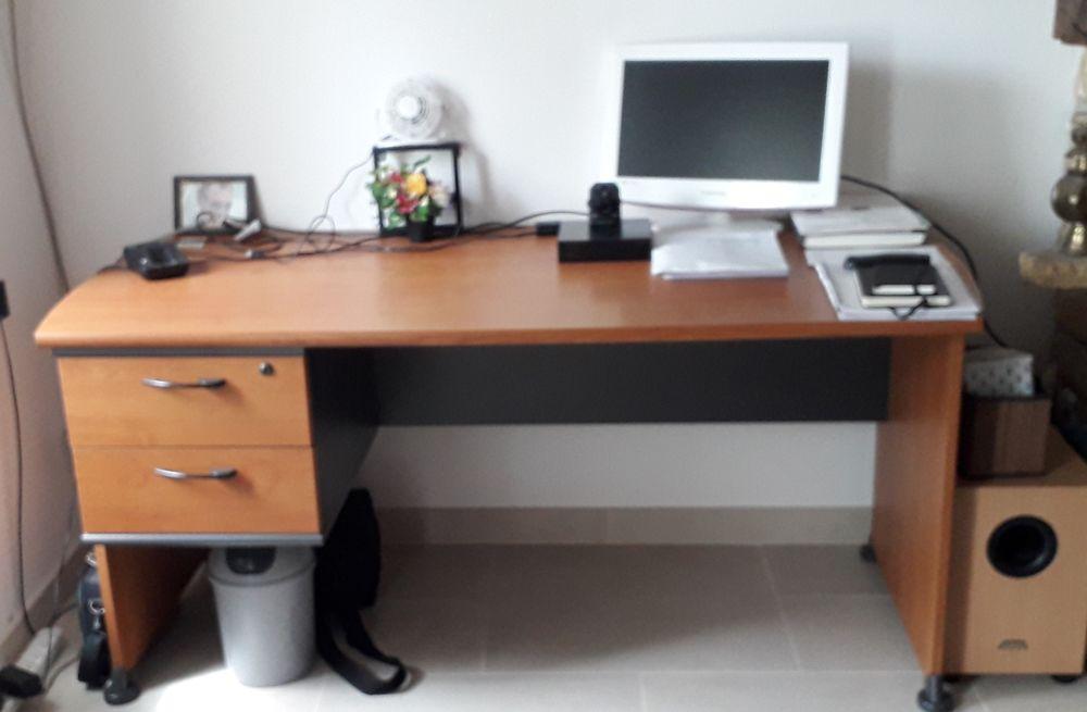 Grand bureau moderne 60 Vigneux-de-Bretagne (44)