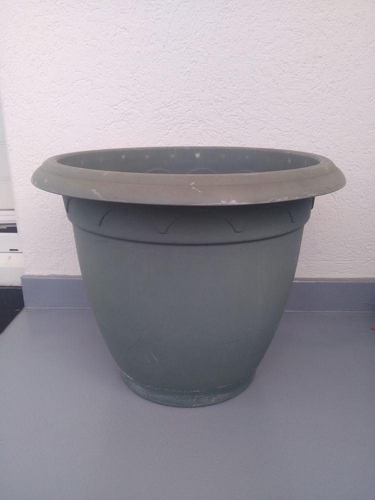 Grand pot fleurs plastique, diam: 41cm 20 Neuilly-Plaisance (93)