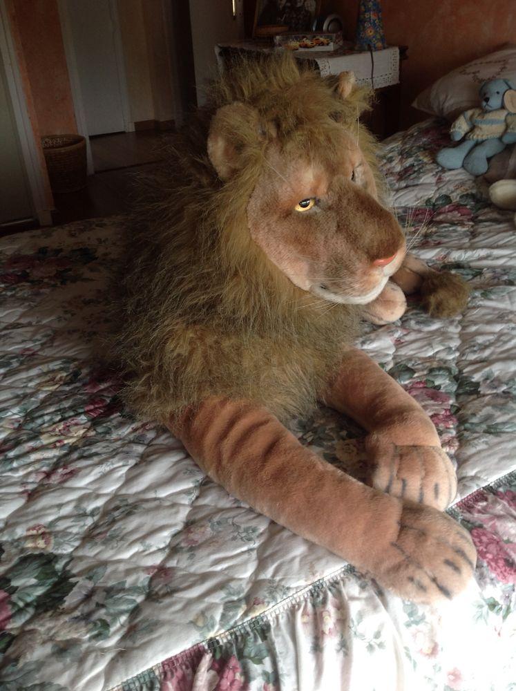 Grand lion en peluche. 40 Bouc-Bel-Air (13)