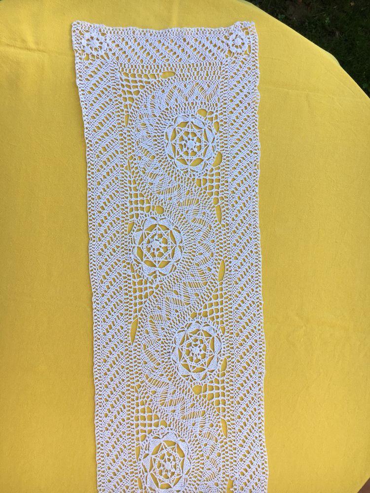 Grand napperon, Chemin de table 140 X 28 cm, début XXème 5 L'Isle-Jourdain (32)