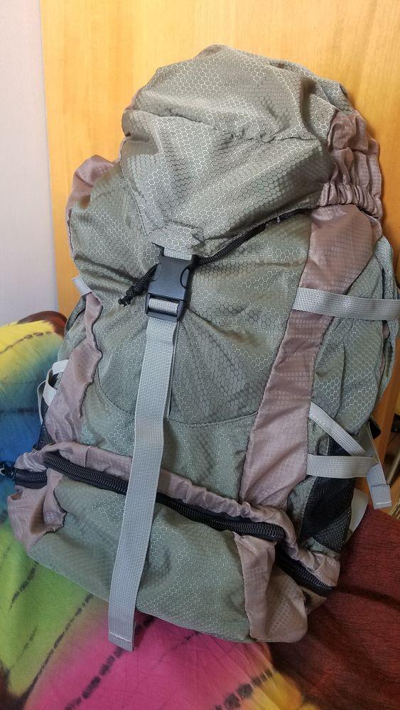 Grand sac à dos pour trekking . 15 Nice (06)