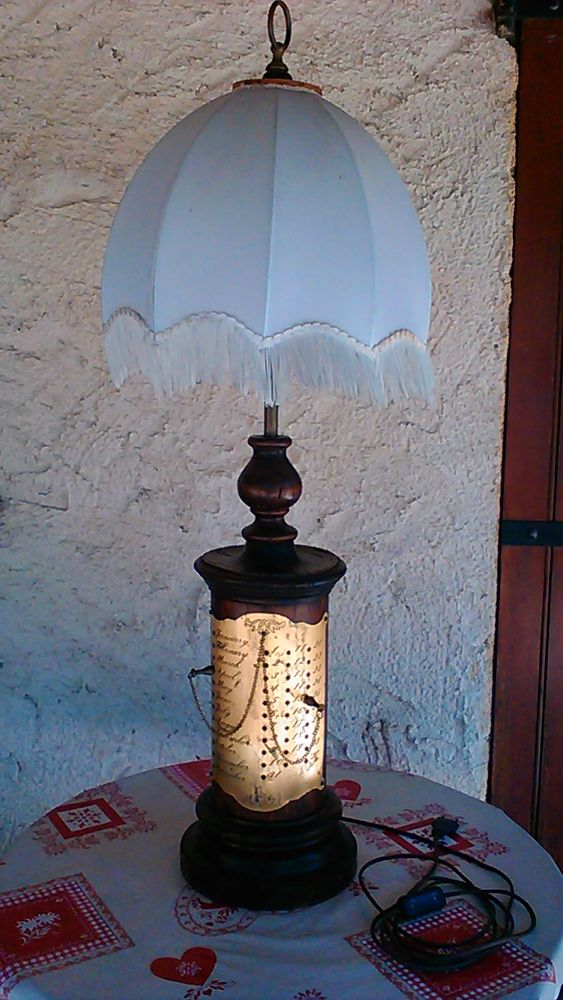Grande lampe de bureau ou de gueridon 0 Payrac (46)