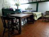 Grande table en bois brut solide légère année 60  350 Monflanquin (47)