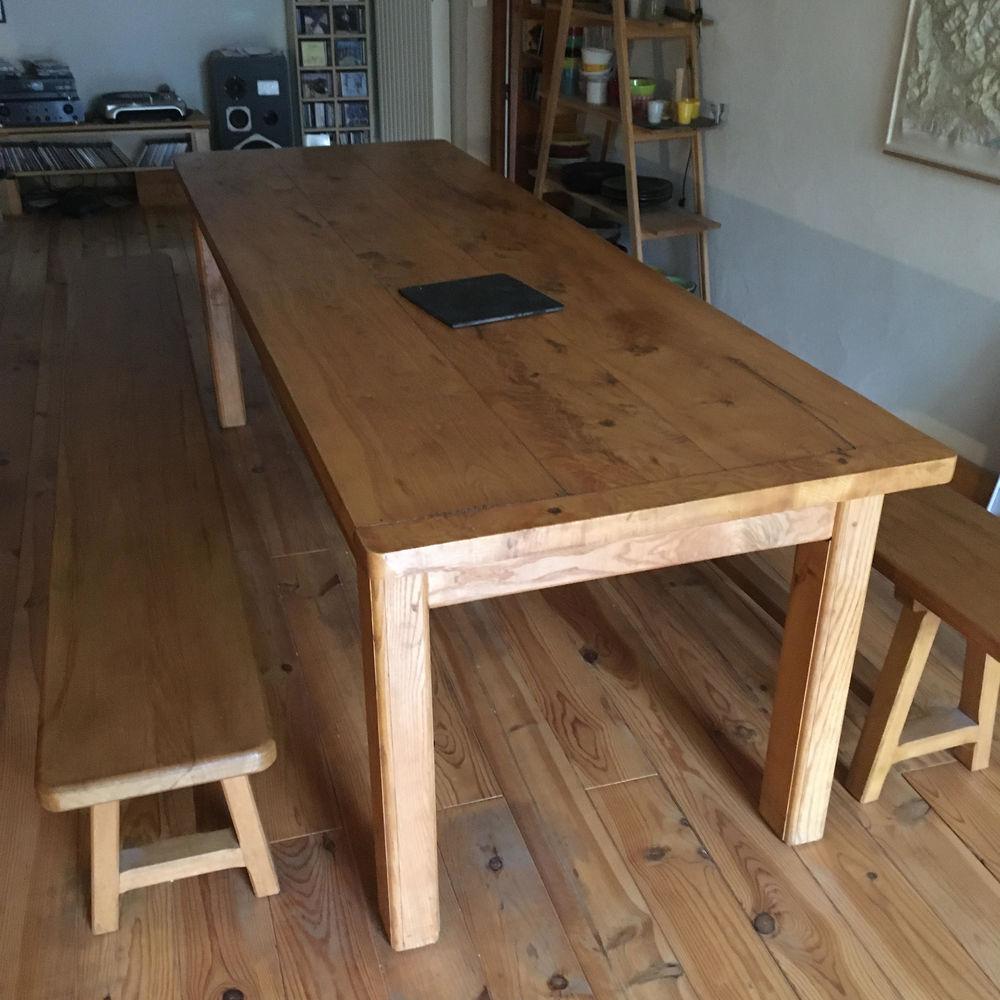 Grande table bois massif. 1800 Le Noyer (05)