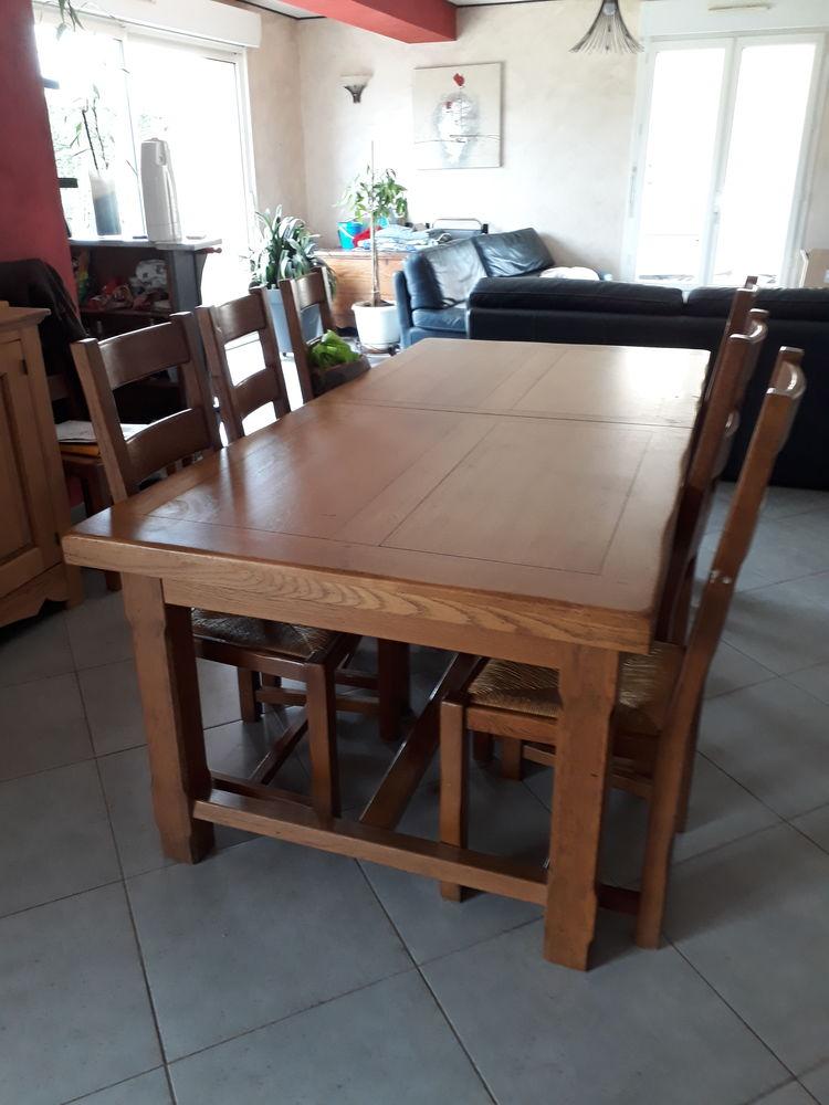 Grande table et ses 8 chaises 0 La Couture (62)