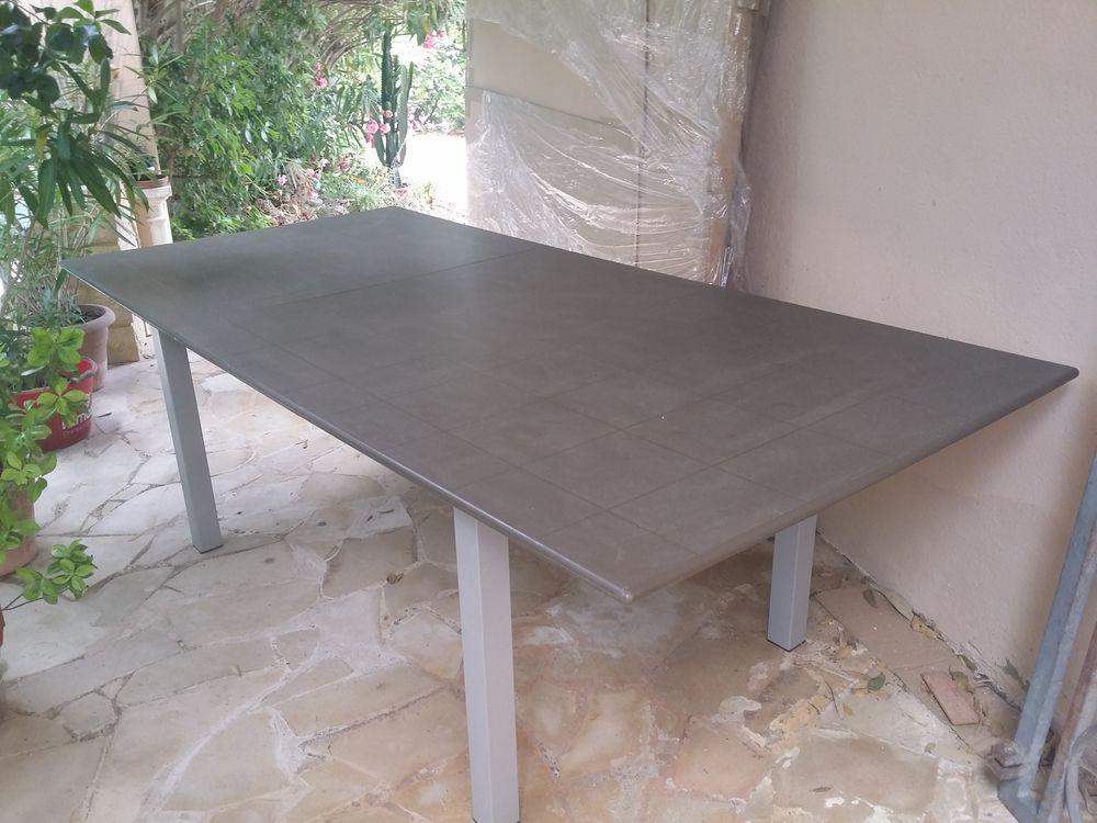 Grande Table pour extérieur. 130 St Aygulf (83)