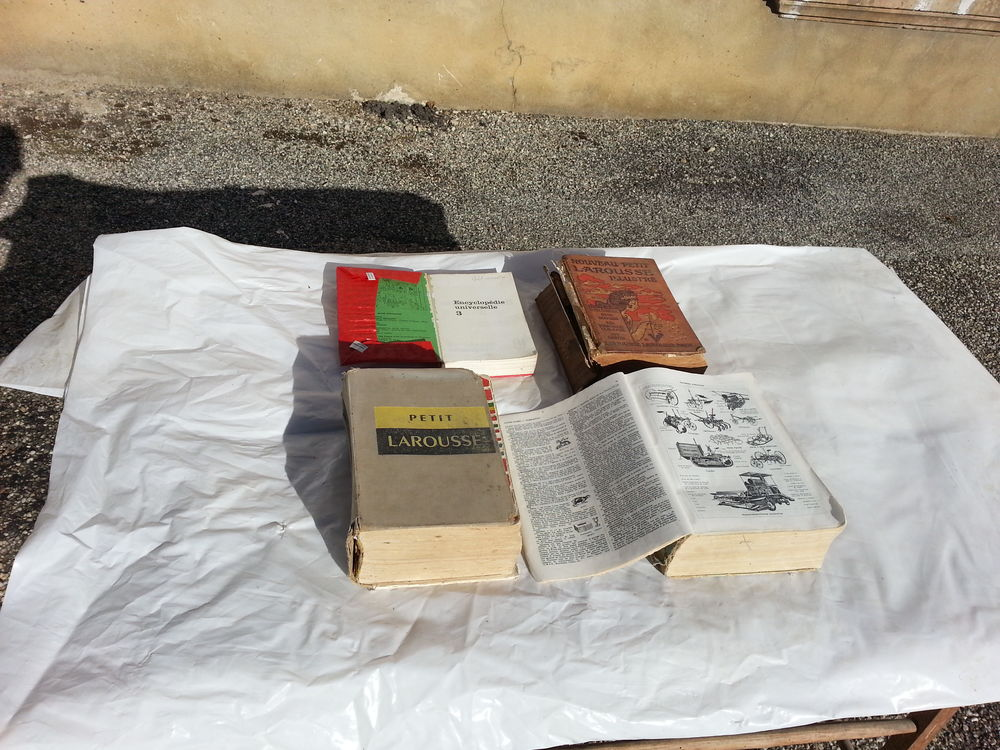4 gros dictionnaires anciens en bon état  39 Saint-Clair-sur-Galaure (38)