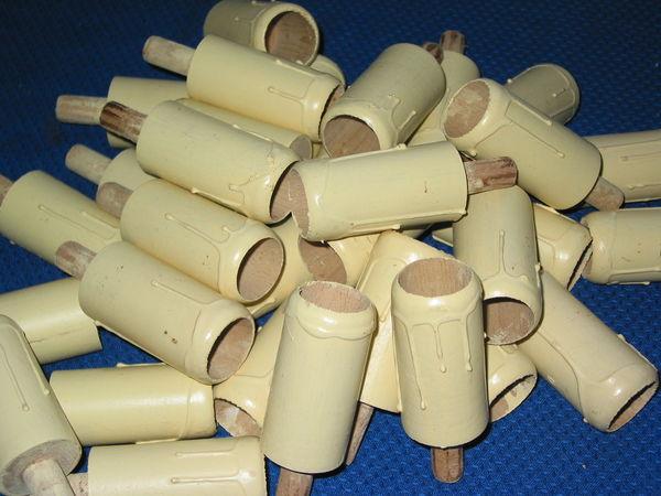 Gros lot de 30 fausses bougies en bois tourné avec tube fil 15 Marseille 13 (13)