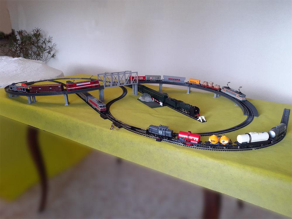 Gros lot de train Marque : JOUEF HO ; locomotives ; voitures 600 Gex (01)