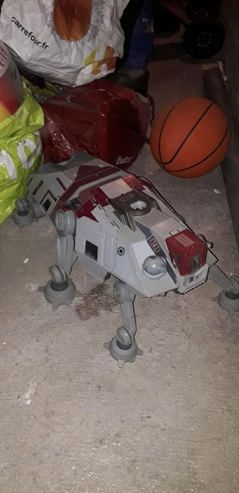 Gros vaisseau spatial Star Wars  95 Marseille 15 (13)