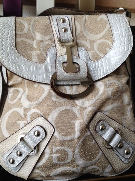 Sac GUESS 19 Angers (49)