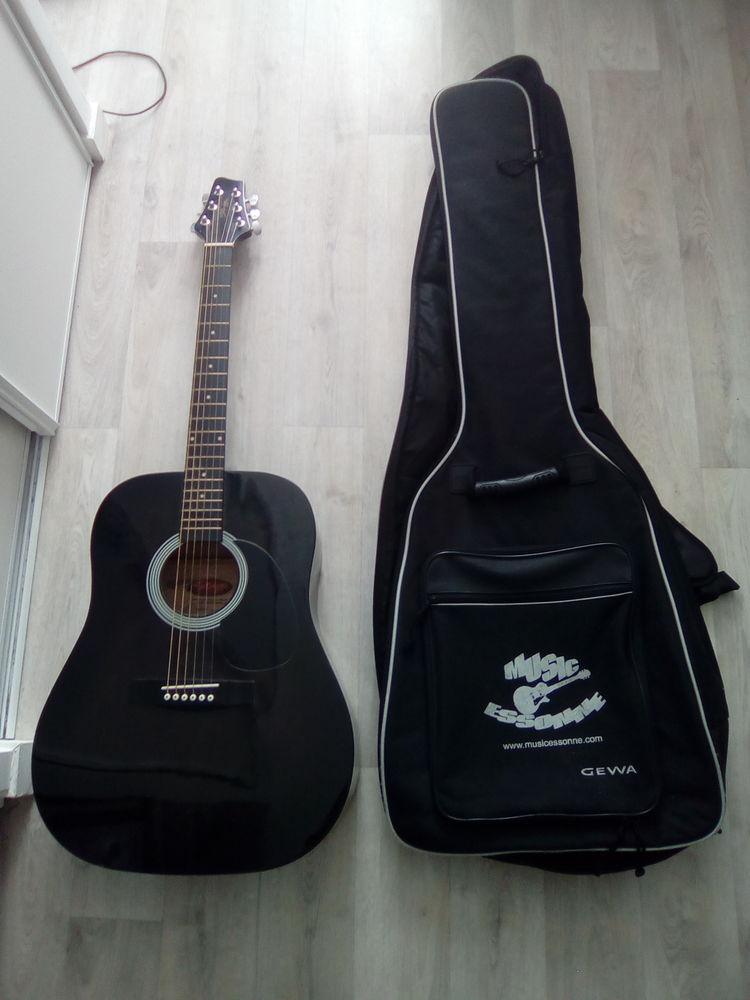 Guitare acoustique STAGG et sa housse de protection 120 Évry (91)