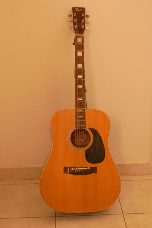 guitare acoustique 200 Hyères (83)