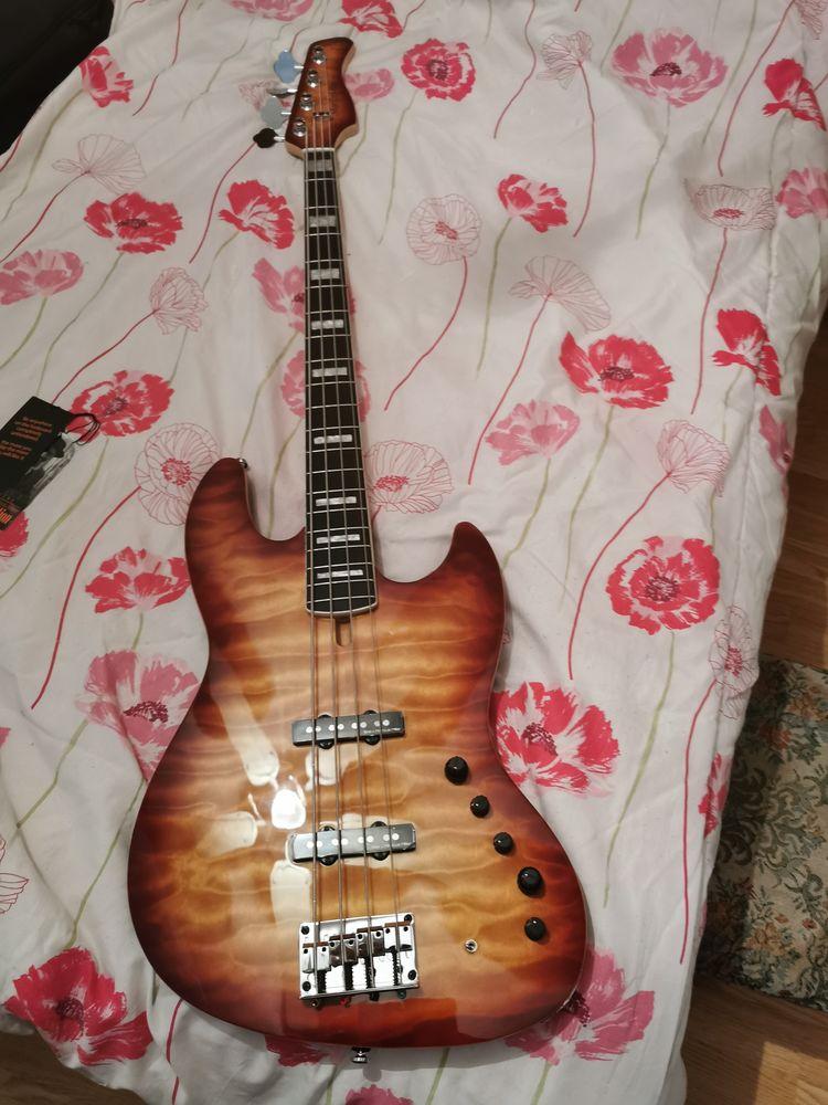 Guitare Basse Marcus Miller  600 Fréjus (83)