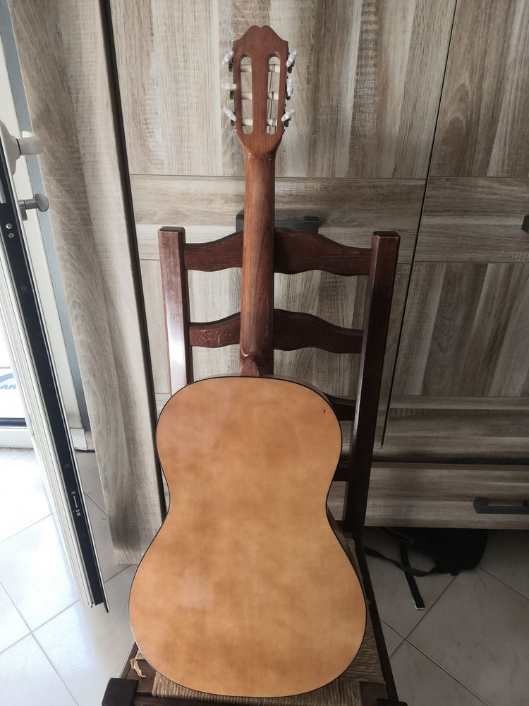 Guitare classique  80 Menton (06)