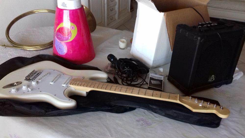 Guitare électrique avec tous les accessoires  et ampli 250 Marseille 14 (13)
