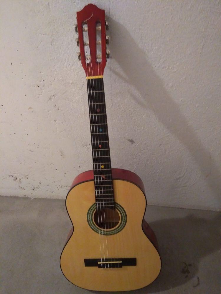 Guitare enfant 30 Saint-Jean-de-Luz (64)