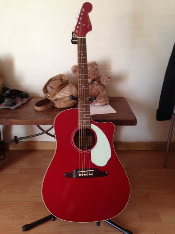 GUITARE FOLK FENDER 250 Fréjus (83)