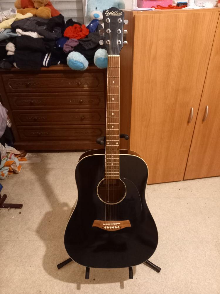 Guitare plus housse très bon état  70 Chinon (37)