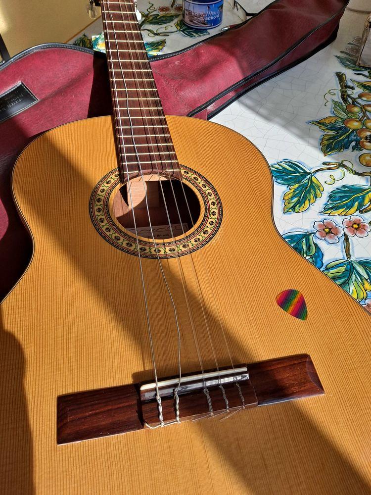 Guitare sèche  80 Toulon (83)
