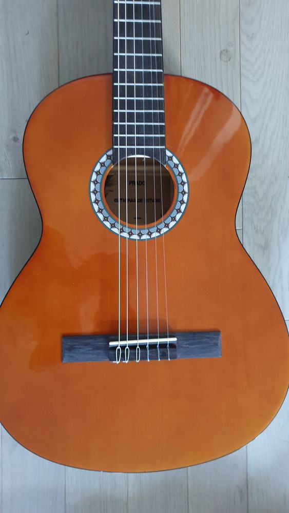 Guitares classiques pour adultes en enfants 50 Issy-les-Moulineaux (92)