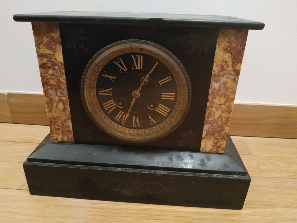 Horloge de cheminée en marbre. 20 Le Vésinet (78)