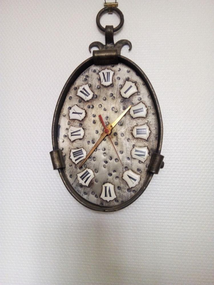Horloge fer forgé     bureau 80 Chantereine (77)