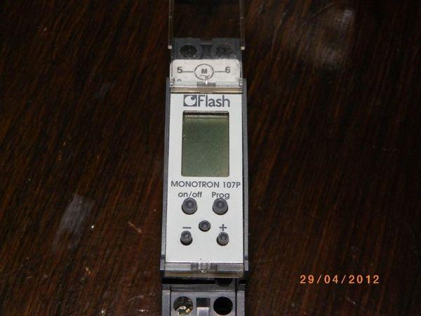 Horloge micromat 13301 flash 25 Nantes (44)
