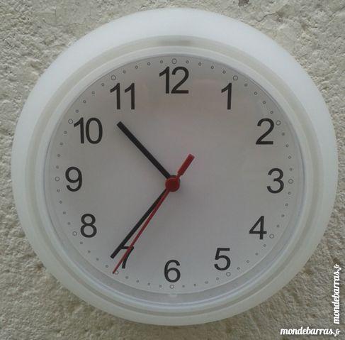 horloges occasion toulon 83 annonces achat et vente de horloges paruvendu mondebarras. Black Bedroom Furniture Sets. Home Design Ideas