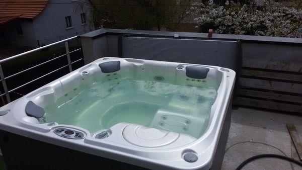 Achetez spa hotspring spa quasi neuf, annonce vente à ...
