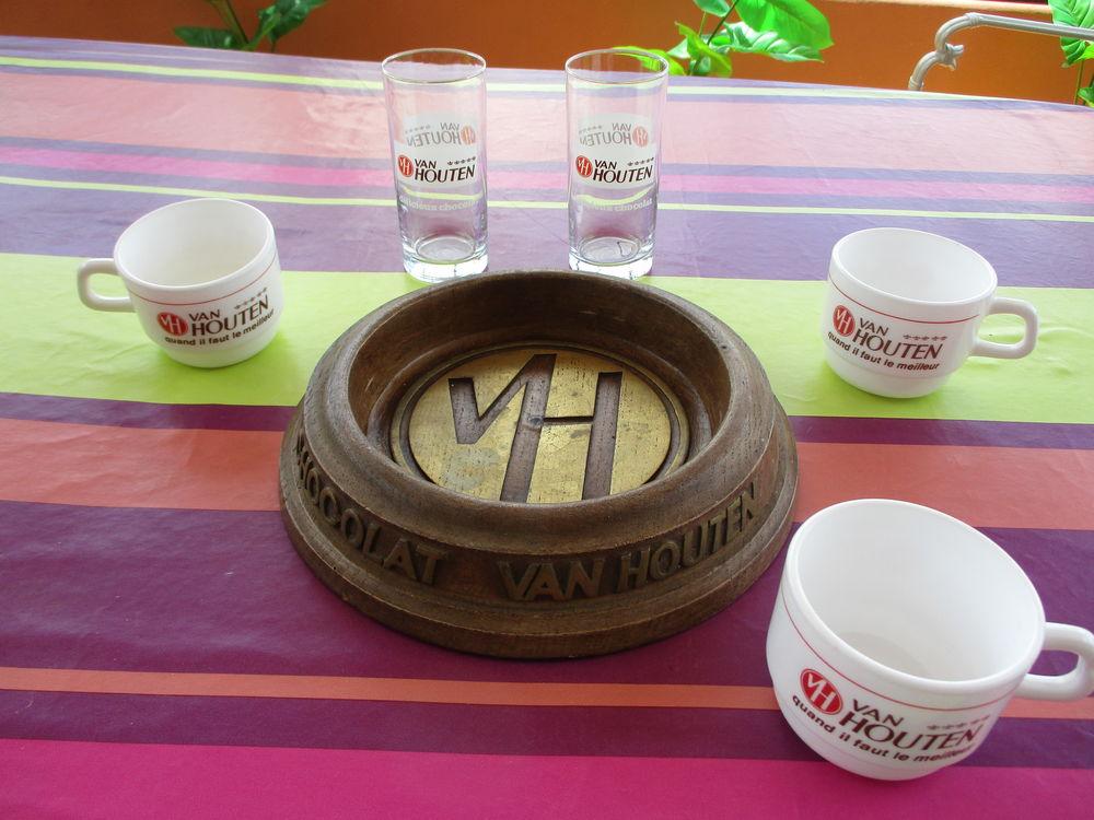 Lot de  VAN HOUTEN  verres+tasses+cendrier 25 Le Vernois (39)