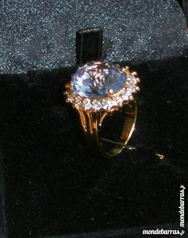 Imitation bague   Ava Garner saphir et diamants    55 Draveil (91)