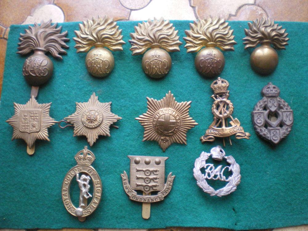 Insignes cap badge britannique et canadien.