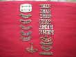 Insignes en métal de régiment britannique.